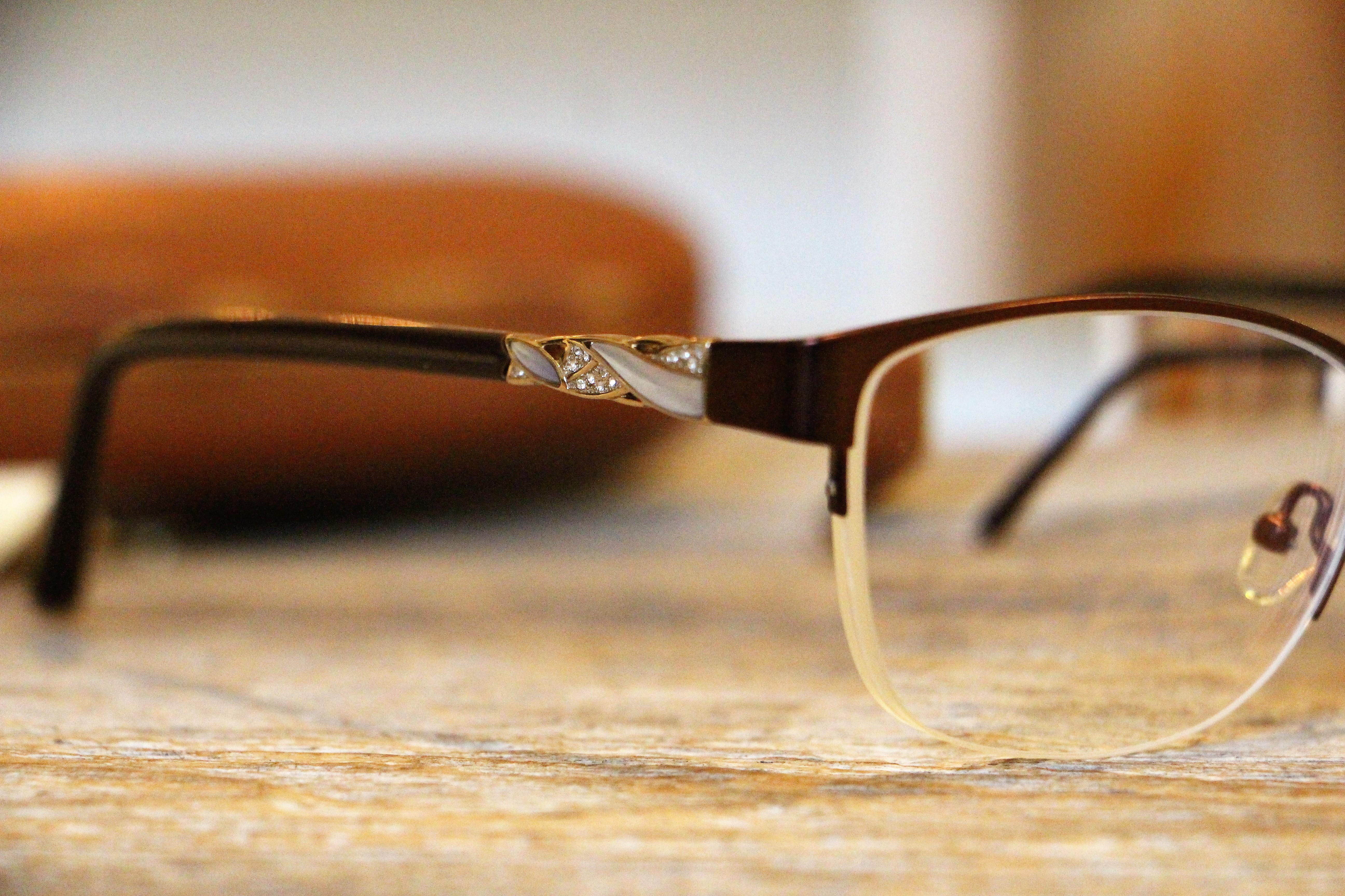 Kuinka valitsen kasvojeni muodoille sopivat silmälasit